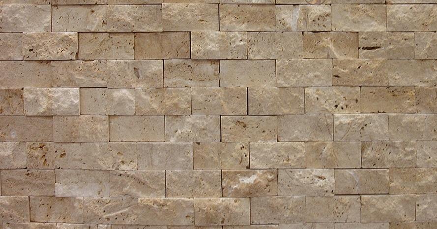 Травертин Split Face грубая поверхность травертина с определенной ширины и длины свободного размера. Он затем разрезают в соответствии с потребностями и используются для украшения открытой площадки. Его поверхность не ясно, как плитки и имеет случайные резные фигурки на нем.